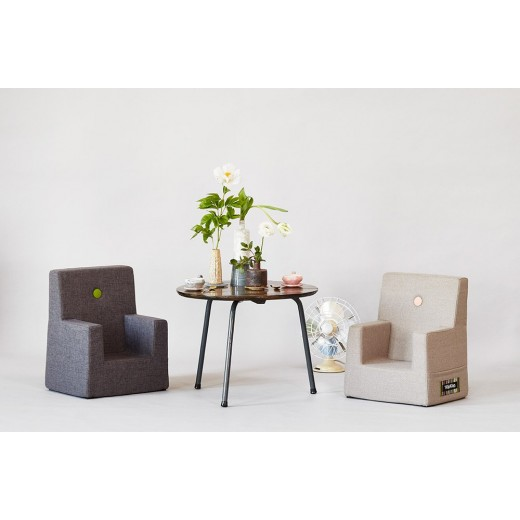 By Klipklap KK Kids Chair (Hazel Brown 31116 w. brown buttons). Varierende levering.-31